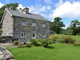 TY MAWR, family friendly, luxury holiday cottage, with a garden in Llanuwchllyn, Ref 4123 - Snowdonia National Park Area vacation rentals