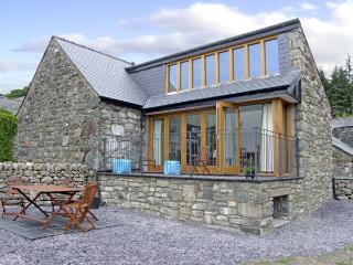 Y BEUDY, family friendly, luxury holiday cottage, with a garden in Trawsfynydd, Ref 4118 - Trawsfynydd vacation rentals