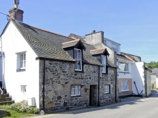 CHIRGWIN COTTAGE, family friendly, character holiday cottage, with a garden in Newlyn, Ref 4077 - Newlyn vacation rentals