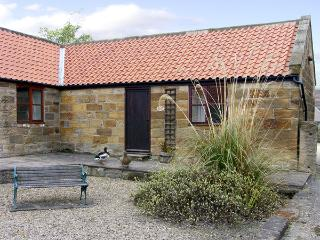EGTON COTTAGE, character holiday cottage, with a garden in Ruswarp Near Whitby, Ref 734 - Ruswarp vacation rentals