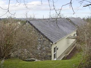 DAMAVAND DYLLUAN, romantic, country holiday cottage, with a garden in Caernarfon, Ref 1447 - Caernarfon vacation rentals