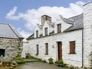 HEN ARGOED COTTAGE, pet friendly, character holiday cottage, with a garden in Llanfair, Ref 4131 - Gwynedd- Snowdonia vacation rentals