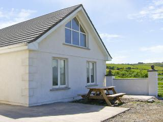 AN LISIN, pet friendly, character holiday cottage, with a garden in Ring, County Waterford, Ref 4163 - Ring vacation rentals