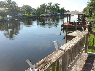 Beautiful 4 Bedroom private resort-style pool with built-in jacuzzi. - Merritt Island vacation rentals
