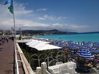 MODERN APARTMENT - TOP LOCATION 100 M FROM BEACH - Nice vacation rentals