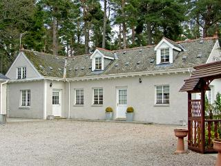DUNSTAFFNAGE COTTAGE, family friendly, country holiday cottage, with a garden in Grantown-On-Spey, Ref 3958 - Grantown-on-Spey vacation rentals
