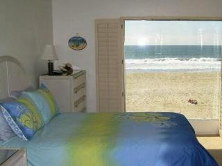 Oceanfront Condo- Large Balcony - on the Sand - Mission Beach vacation rentals