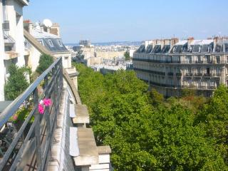 Trocadero - Arc de Triomphe - Elegance, Views, A/C - Paris vacation rentals
