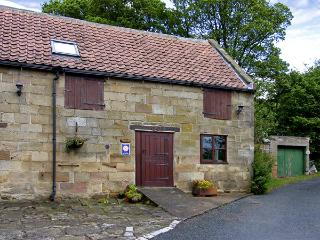 STABLE COTTAGE, family friendly, character holiday cottage, with a garden in Danby, Ref 4230 - Danby vacation rentals