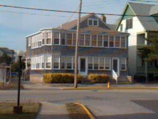 Heavenly House with 3 Bedroom & 2 Bathroom in Cape May (94196) - Image 1 - Cape May - rentals