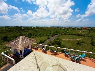 Stunning views, modern design Villa Sky House. - Nusa Dua Peninsula vacation rentals