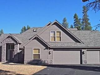 Exterior / 3 Car Garage - Free Nights! / Spectacular 7 BR Home / Pool Table / Hot Tub / AC / SHARC Passes / Wi Fi / Sleeps 18 - Sunriver - rentals