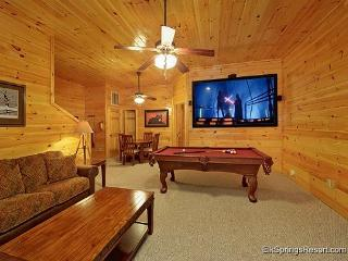 Newer 4 Bedroom Luxury Cabin in a Gatlinburg Resort - Gatlinburg vacation rentals