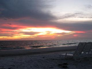 Peaceful Gulf-Front Condo! Longboat Key 2 BR - Longboat Key vacation rentals