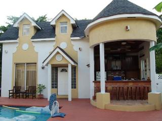 Brownstone's Sunset Loft - Nassau vacation rentals