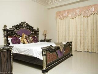218-Luxurious 2 Bed Plus Maids On The Palm - Dubai vacation rentals