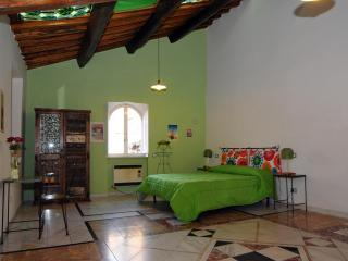 Nice flat in a small building of the 16th century - Tivoli vacation rentals