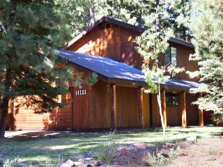 Peaceful Pines--Hot Tub, Wifi, Allergy-Friendly - Truckee vacation rentals