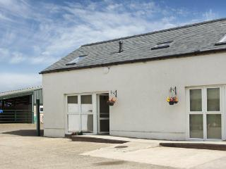 THE LOFT, pet friendly, country holiday cottage, with hot tub in Annan, Ref 4232 - Dumfries & Galloway vacation rentals