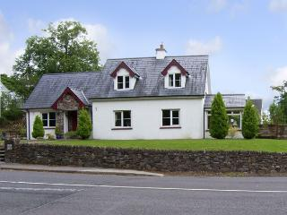 FABLE COTTAGE, family friendly, character holiday cottage, with a garden in Glenville, County Cork, Ref 4284 - County Cork vacation rentals