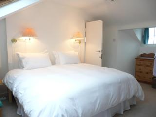 Primrose Hill 2 bed 2 bathrooms split level flat - London vacation rentals