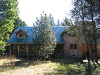 Scenic and private couple getaway or group retreat - Fort Klamath vacation rentals
