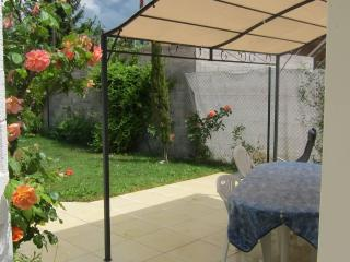 Garden Pavilion - very close to the city! - Geneva vacation rentals