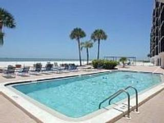 Pool and beach area - Fort Myers Beach Vacation Condo - Fort Myers Beach - rentals