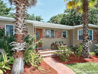 Oasis St Augustine, fenced yard, HDTV, 5 minutes drive to beach - Florida North Atlantic Coast vacation rentals