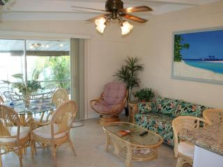 Casa Mar Azul II -Cabana Club with Pool & Inch Bch & Inch Beach, Golf, Wi-Fi & Dock - LATE SUMMER & FALL SALE Only $695/ Wk - Key Colony Beach vacation rentals