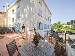 Cap d'Antibes luxury 2 bed duplex 100m from beach - Antibes vacation rentals