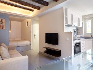 Gothic Studio 5 ** Cocoon Modern  (BARCELONA) - Catalonia vacation rentals