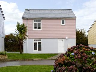 16 ATLANTIC REACH, family friendly, country holiday cottage, with pool in Atlantic Reach, Ref 4286 - Newquay vacation rentals