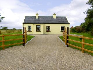 BALLYCROY, family friendly, country holiday cottage, with a garden in Ballycroy, County Mayo, Ref 4313 - County Mayo vacation rentals