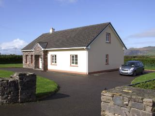 FUCHSIA LODGE, family friendly, country holiday cottage, with a garden in Ballyferriter, County Kerry, Ref 4328 - Dingle Peninsula vacation rentals