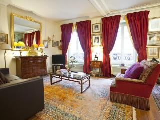 Luxury, Calm & Pleasure on the Champs-Élysées 915 sqf - WiFi - Ile-de-France (Paris Region) vacation rentals