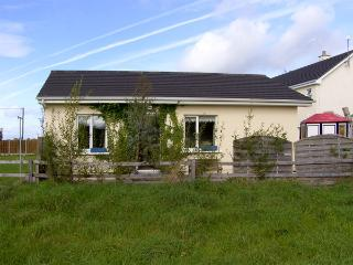 BURREN VIEW, romantic, country holiday cottage, with a garden in Kinvara, County Galway, Ref 4341 - County Galway vacation rentals