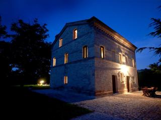 Casa Lucciola - Luxury farmhouse with pool - Marche vacation rentals
