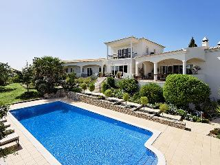 Algarve Villa Close to the Coast with Heated Pool - Villa Loule - Santa Barbara de Nexe vacation rentals
