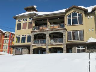 Big White 2 BR & 4 BA House (#4 - 5095 Snowbird Way SOUTHPT4) - Big White vacation rentals