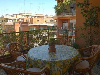 Elegant Bright Spacious: Mins 2 Colosseum by Metro - Orte vacation rentals