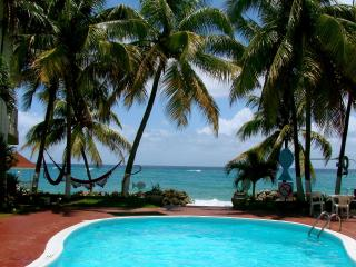 SPECTACULAR OCEAN FRONT condo, Wifi ,Pool, Beach, - Ocho Rios vacation rentals