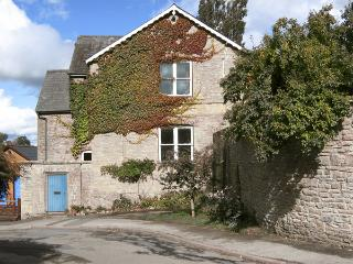THE SCHOOL ROOM, romantic, country holiday cottage in Kington, Ref 4338 - Herefordshire vacation rentals