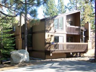 Picturesque House with 3 BR, 3 BA in Lake Tahoe (100a) - Lake Tahoe vacation rentals
