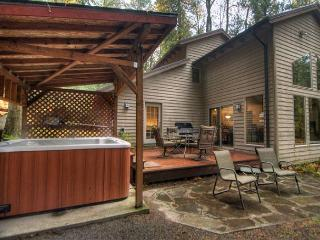 Salmonberry Retreat - Hot Tub, Fireplace, Dogs OK - Mount Hood vacation rentals