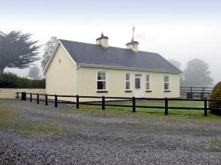 CLOGHOGUE COTTAGE, family friendly, country holiday cottage, with a garden in Castlebaldwin, County Sligo, Ref 4374 - County Sligo vacation rentals