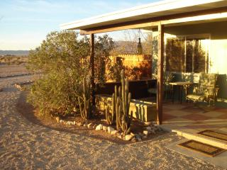JACKALOPE - Joshua Desert Retreats - Joshua Tree vacation rentals