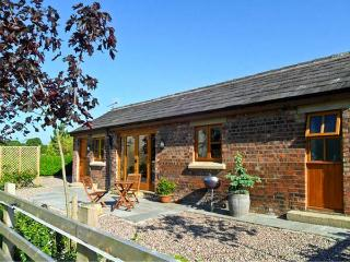 MALTKILN COTTAGE AT CROOK HALL FARM, romantic, luxury holiday cottage, with a garden in Bispham Green, Ref 3995 - North West England vacation rentals