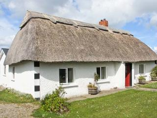 STRAWHALL, family friendly, character holiday cottage, with a garden in Gorey, County Wexford, Ref 4335 - Gorey vacation rentals