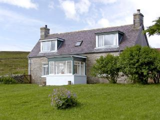 CROSSROADS, pet friendly, country holiday cottage, with a garden in Melness, Ref 1367 - Talmine vacation rentals
